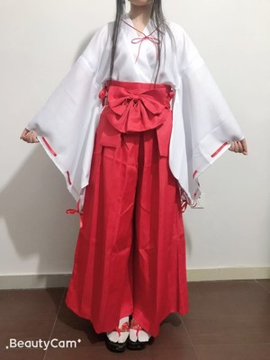 the cosplay is beautiful the quality is soo goood its just beautiful and comfortable and i love it i recomend it 100% its great and i cant say anything else its just great the seller was super nice i know i am gonna buy more cosplays from this seller i lo